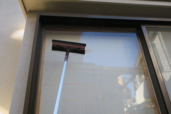 スポンジ面での窓掃除